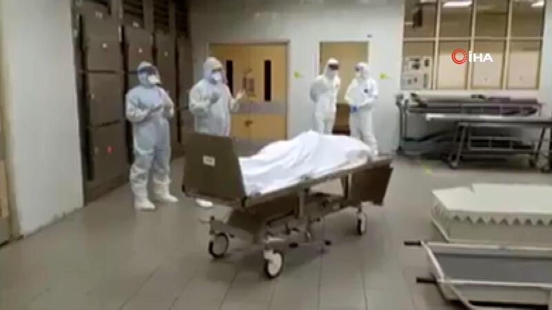 Koronadan hayatını kaybeden 2 Müslüman doktor için cenaze namazı kılındı