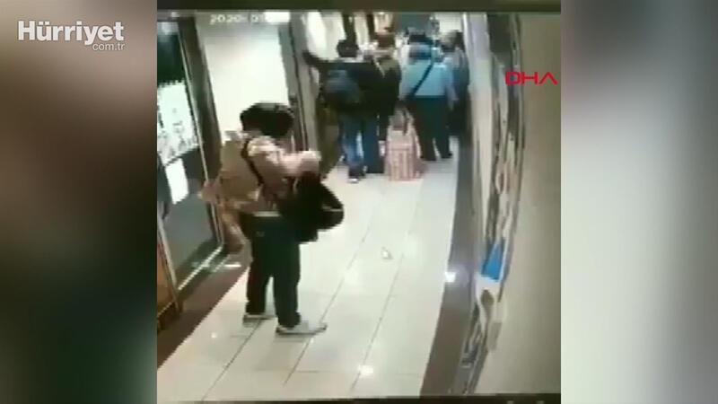 İspanya'da Çinli kadın metro istasyonunda panolara tükürdü
