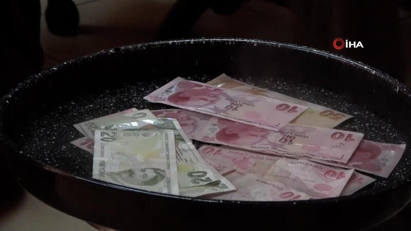 Dükkanındaki paraları 100 derecelik suda kaynatarak, dezenfekte ediyor