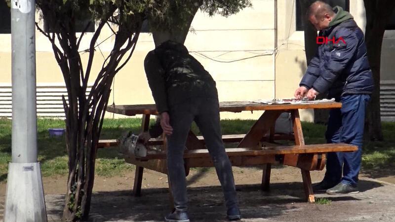 Parktaki dezenfekte biter bitmez oturmaya devam ettiler