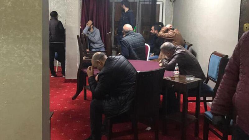 Koronavirüse rağmen 26 kişi kahvehanede yakalandı