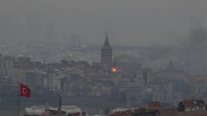 Son dakika... Beyoğlu'nda beş katlı iş hanının çatı katında yangın!