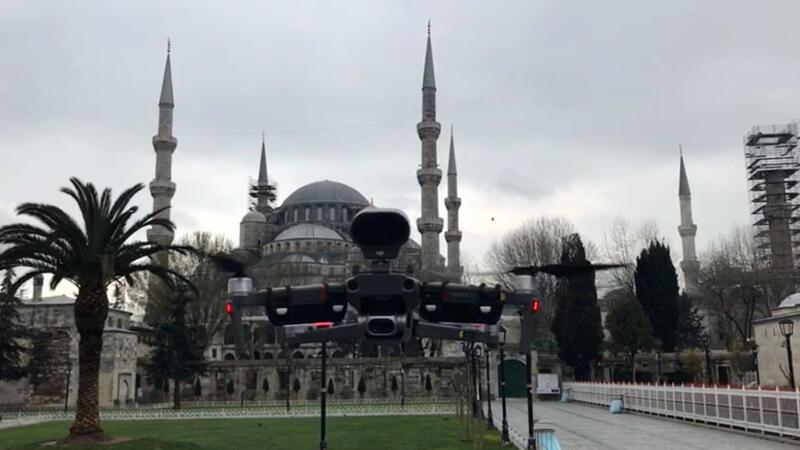 İstanbul'da polis drone ile Corona Virüsü uyarısı yapıyor