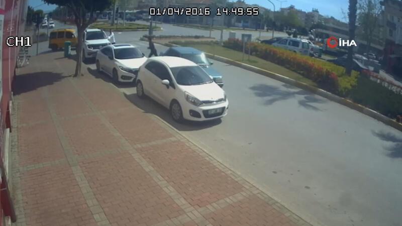 Drift atan ehliyetsiz genç, polisi görünce aracını bırakıp kaçtı, sahibi gazetecileri tehdit etti