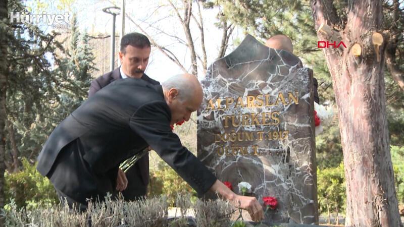 MHP lideri Bahçeli, vefatının 23'üncü yılında Alparslan Türkeş'in mezarını ziyaret etti