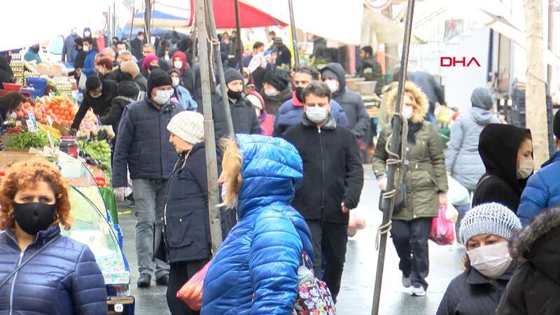 Avcılar'daki pazarda dikkat çeken kalabalık