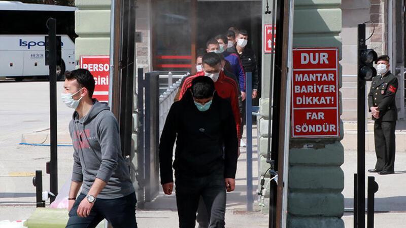 Burdur'dan 1157 bedelli asker, 'sosyal mesafe'ye uyularak terhis edildi