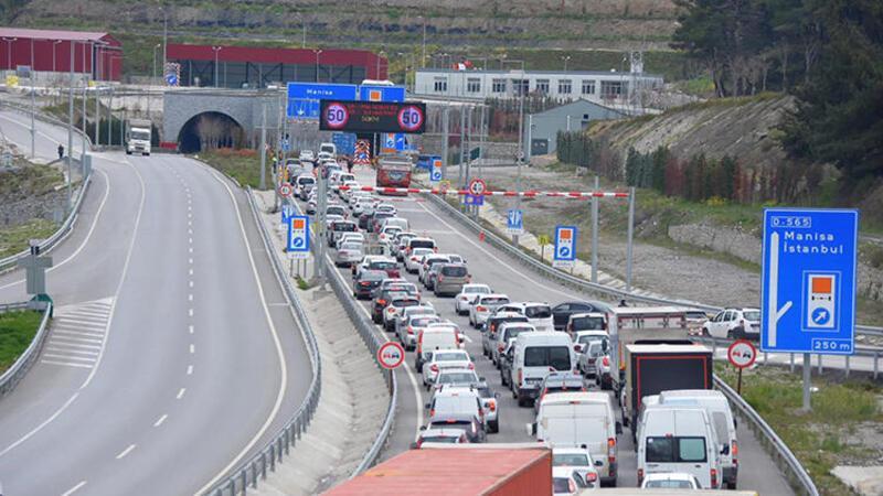 İzmir'de, kilometrelerce araç kuyruğu oluştu