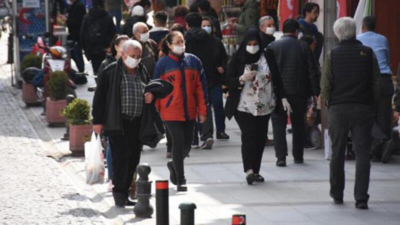 Eskişehir'de sokaklar uyarı ve çağrılara rağmen doldu