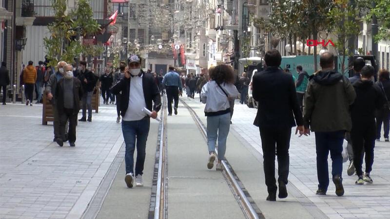 İstiklal Caddesi'nde yoğunluk dikkat çekti
