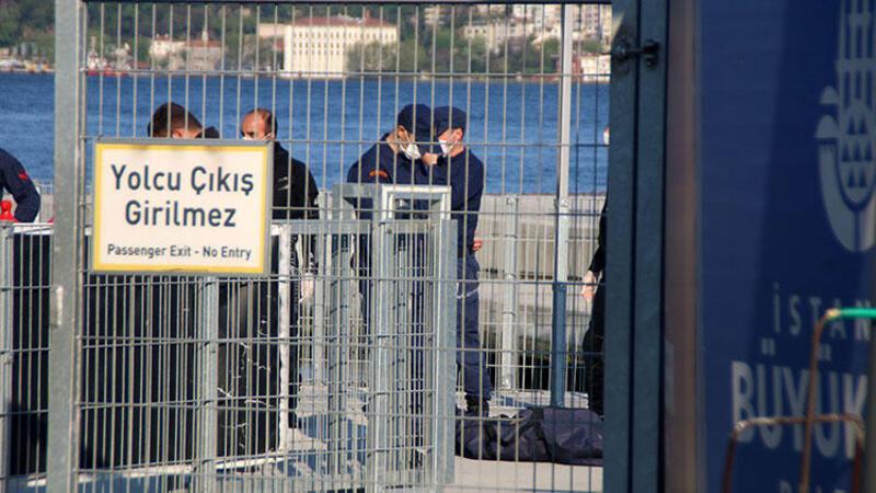 Beyoğlu'nda bir kişi Boğaz'a atlayarak intihar etti
