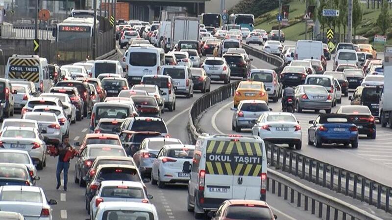 İstanbul'da bazı noktalarda trafik yoğunluğu oluştu