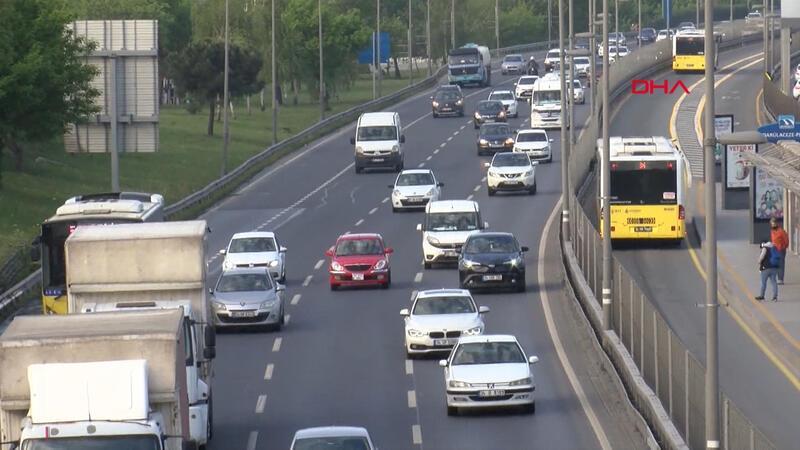 Yasağın ardından İstanbul'da toplu ulaşım yoğunluğu