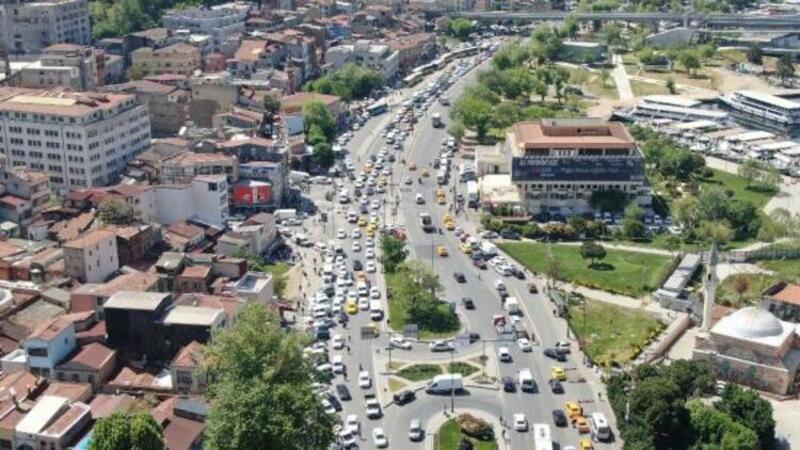 Eminönü ve Karaköy'de uzun araç kuyrukları