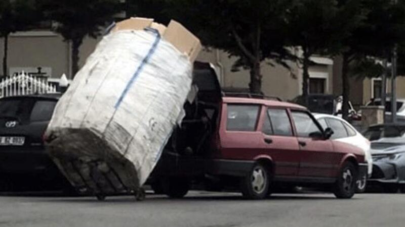 Yokuşu çıkamayan kağıt toplayıcısına otomobili ile böyle yardım etti