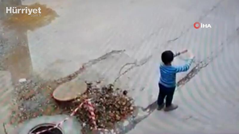 Uçurtma uçuran çocuk üstü açık bırakılan kanala böyle düştü