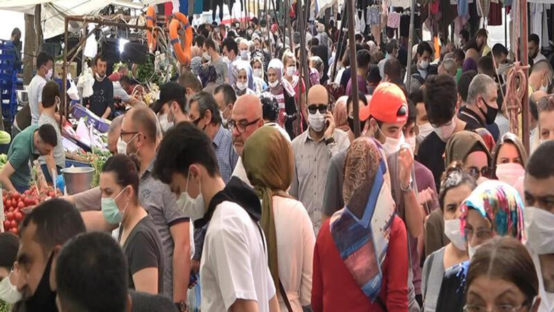 Avcılar'da semt pazarında aşırı kalabalık oluştu