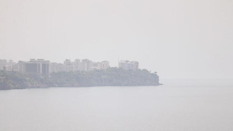 Antalya'nın üstüne nem bulutu çöktü