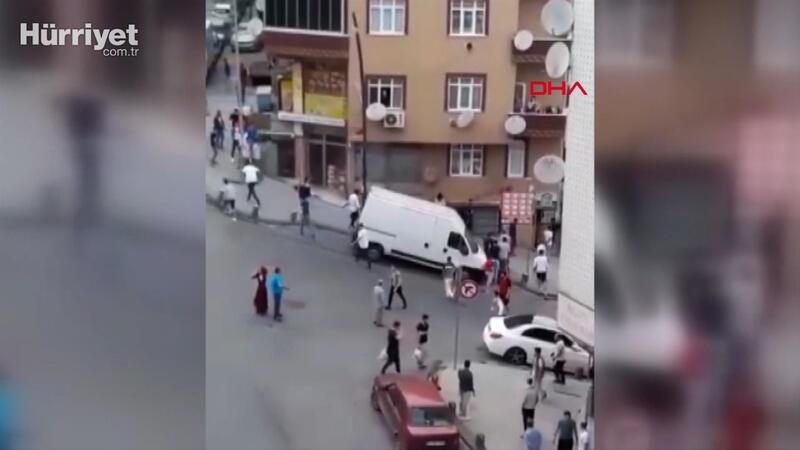 Gaziosmanpaşa'da iki grup arasındaki meydan kavgası kamerada