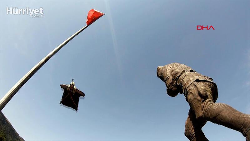 Türkiye'nin en büyük Atatürk Anıtı'na nefes kesen atlayış kamerada