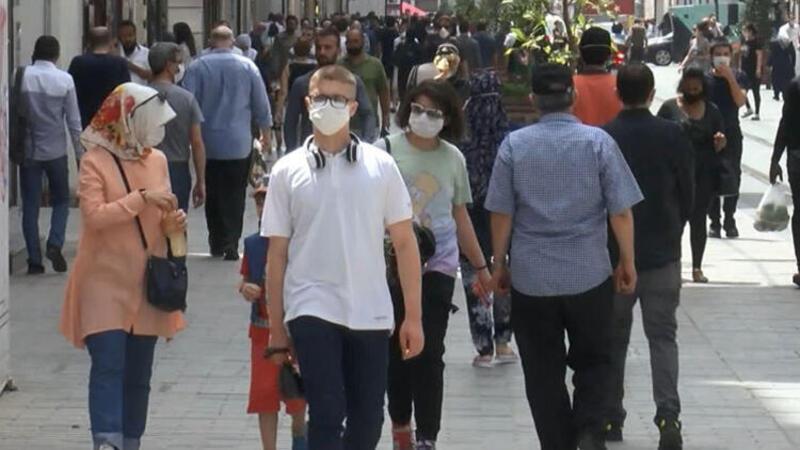 İstiklal Caddesi son zamanlarının en kalabalık gününü yaşadı