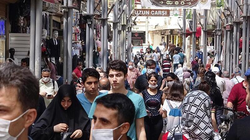 Bursa'da caddelerde bayram alışverişi yoğunluğu