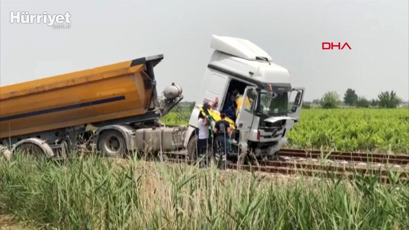 Yoldan çıkan hafriyat kamyonu tren raylarında durabildi