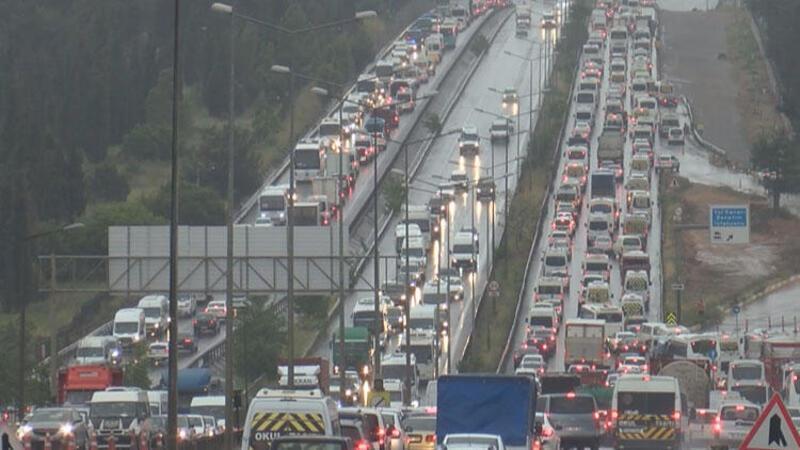 Son dakika haber... Tuzla'daki kontrol noktasında trafik yoğunluğu yaşanıyor