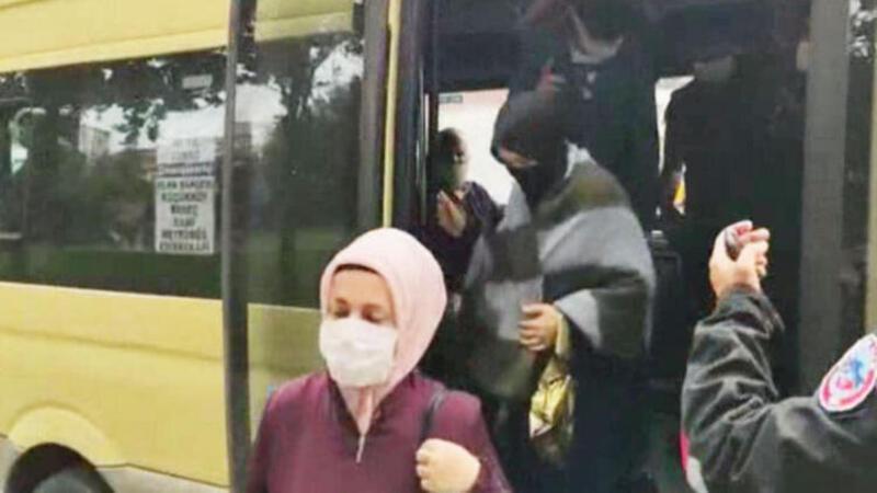 Sultangazi'de minibüs denetimi : 16 fazla yolcu çıktı