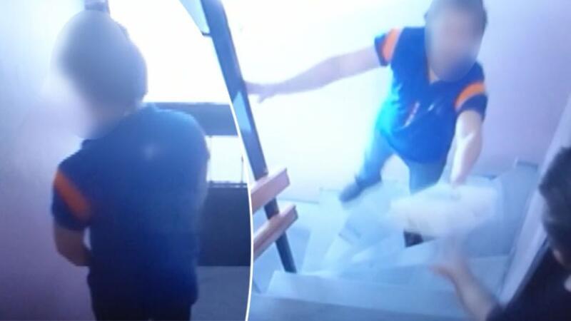 Beyoğlu'nda paket teslim eden kargocu apartmanın girişine idrarını yaptı