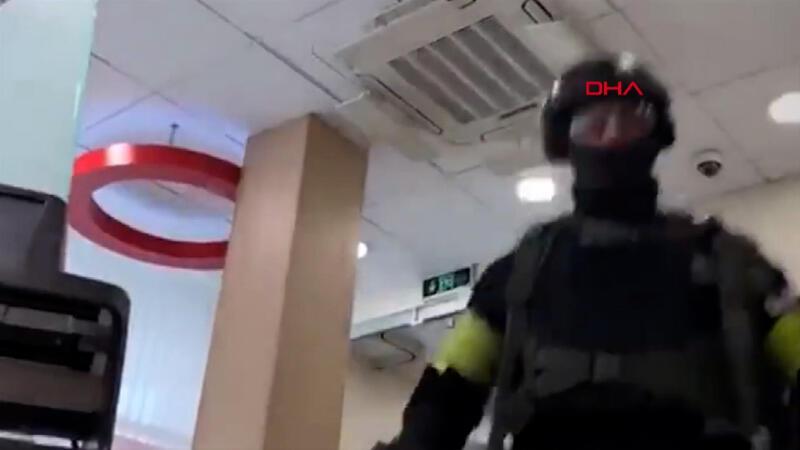 Rusya'da bankaya giren şüpheli 5 kişiyi rehin aldı