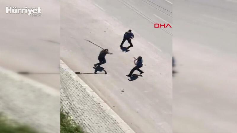 Afyonkarahisar'da akli dengesi bozuk olduğu iddia edilen kişi ambulansa taş atıp, polise saldırdı