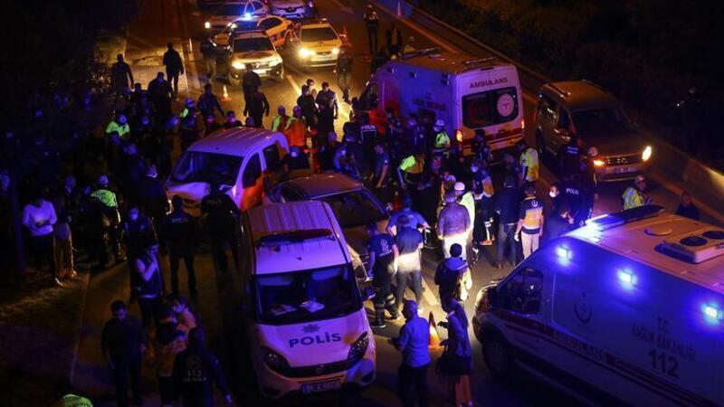 Son dakika haber... Ankara'da kontrol noktasında trafik kazası: 5'i polis 7 yaralı
