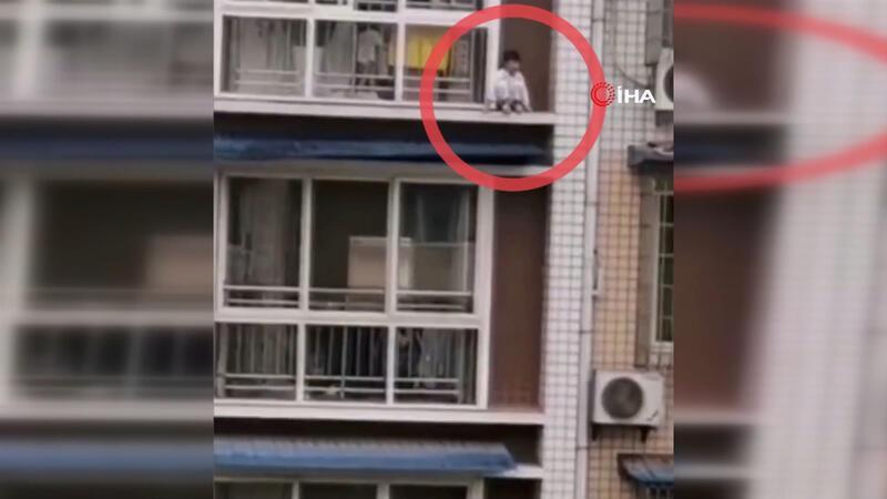 Balkona çıkan çocuk ölümden döndü