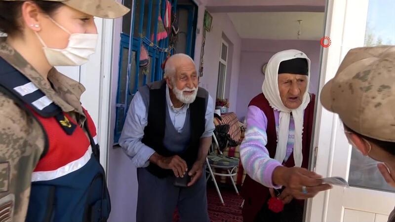 65 yıllık evli çiftin, gülümseten 'Bayram Harçlığı' diyaloğu