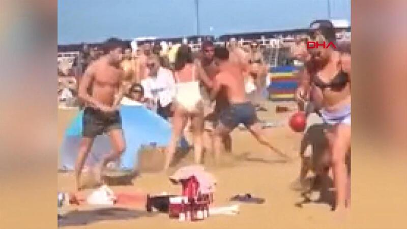 İngiltere'de plajda kavga