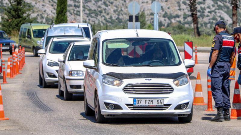Antalya girişinde uzun araç kuyruğu oluştu