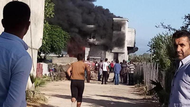 Son dakika... Mersin'de depo yangını; 1 ton naylon kül oldu