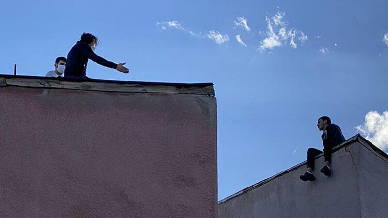 İntihar amaçlı çatıya çıkan genci, imam nikahlı eşi ikna etti