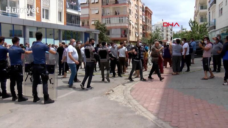 Antalya'da uyuşturucu satışıyla anılan Zeytinköy semtinde gerginlik