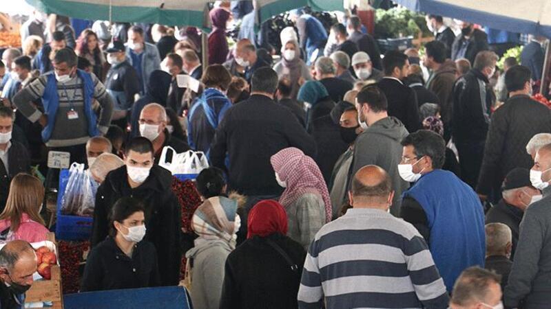 Ankara'da kısıtlama öncesi pazarda yoğunluk