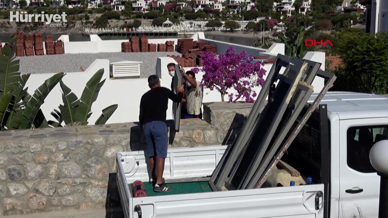 Yılmaz Özdil'in Bodrum'da bulunan villasındaki kaçak bölümler yıkılıyor