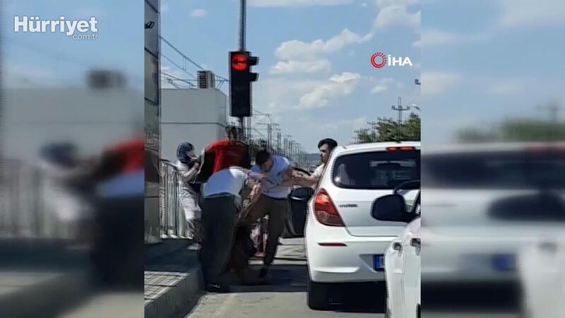 Antalya'da trafikte tekme tokatlı kavga kamerada