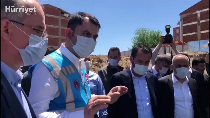 Bakan Kurum'dan Elazığ'da yüklenici firmanın müteahhidine sert uyarı