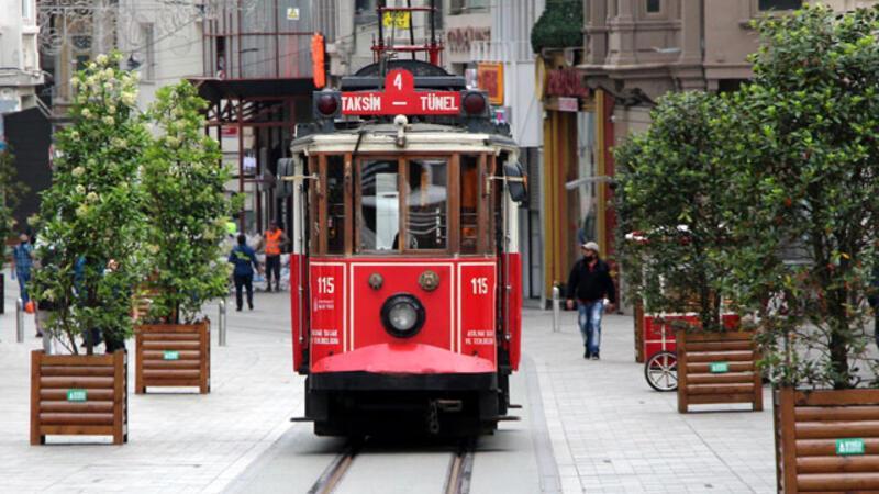 Nostajlik tramvay İstiklal Caddesi'nde seferlere başladı