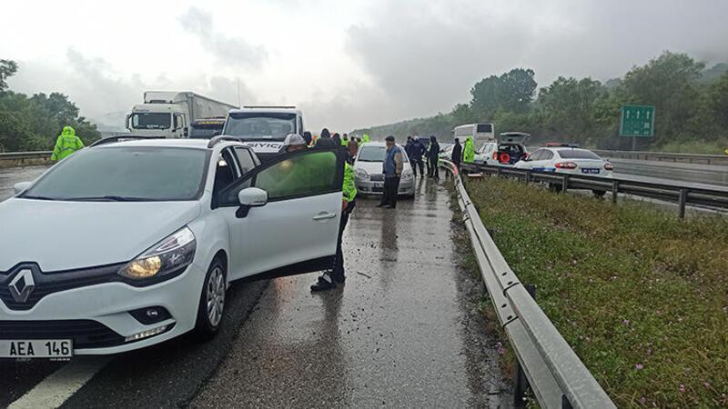Düzce'de 2 ayrı zincirleme kazada 25 araç zarar gördü