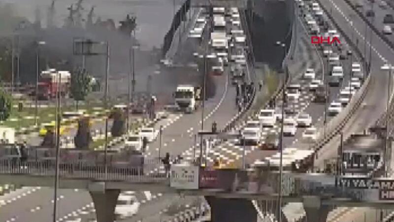 Son dakika... Haliç Köprüsü'nde hafriyat kamyonunda yangın