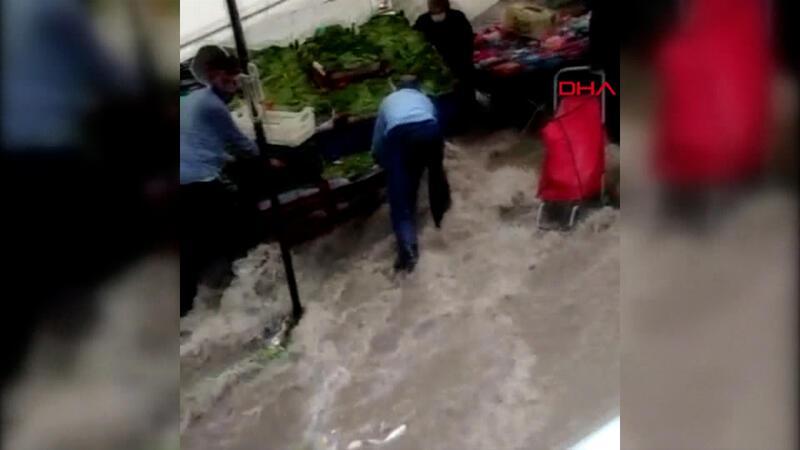 Son dakika haber... Arnavutköy'de yağış pazar yerinde sele neden oldu