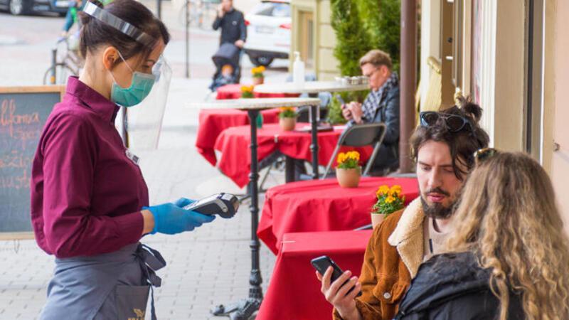 Prof. Dr. Ceyhan uyardı: Kafe ve restoranlarda bardağın ağzınıza gelecek yerini silin