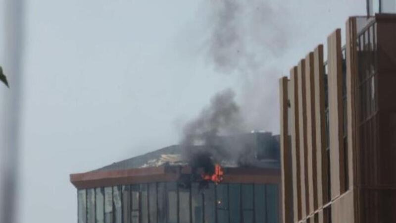 Son dakika haber... Kadıköy'de 10 katlı iş merkezinde yangın